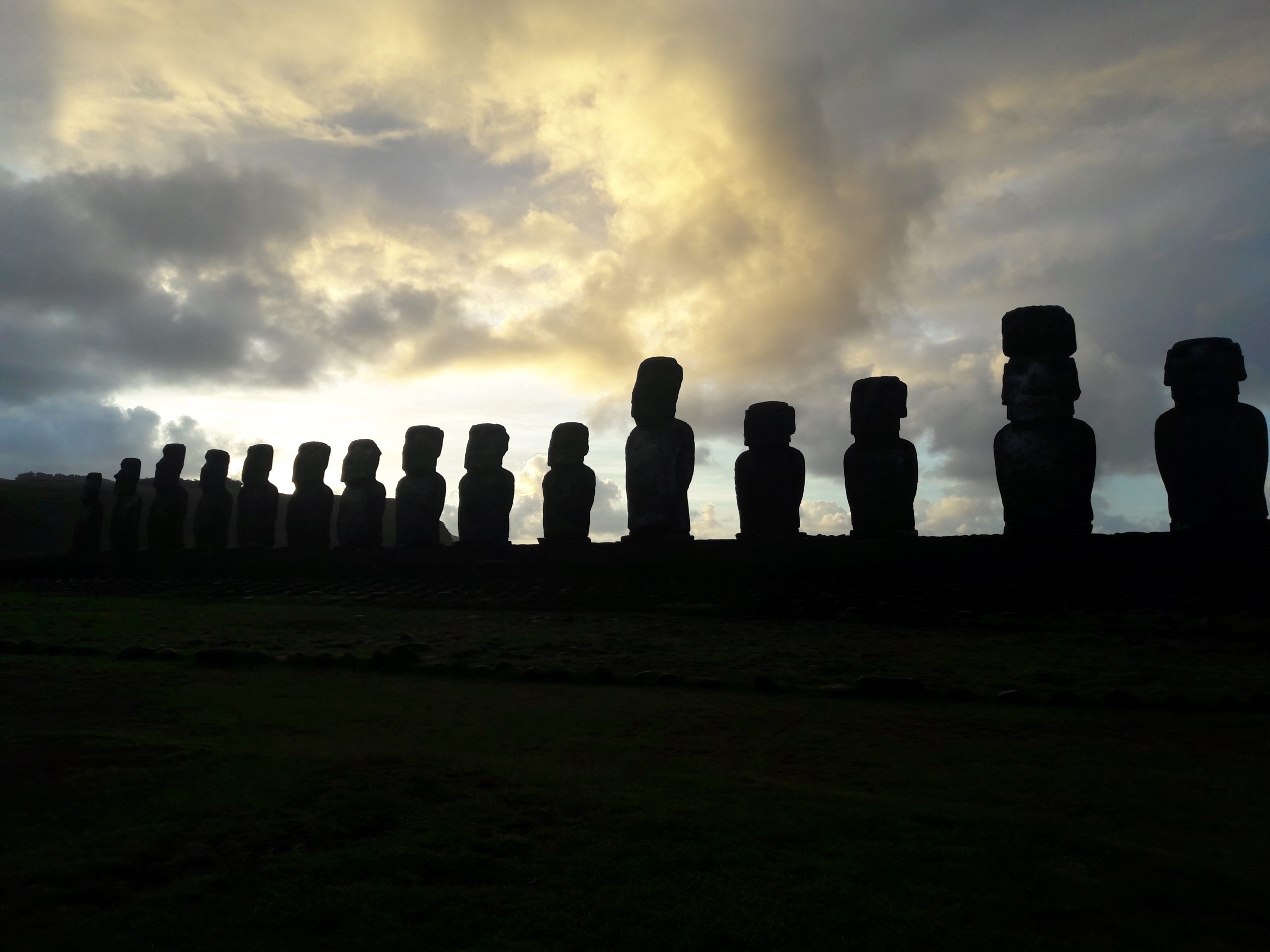 Main image ofThe mysterious Easter Island