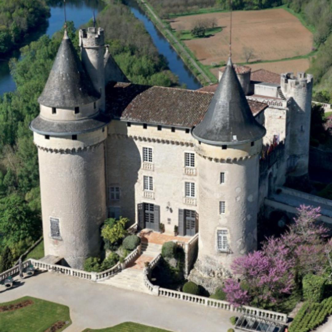 Main image ofVie de Château dans les Vignobles Lotois