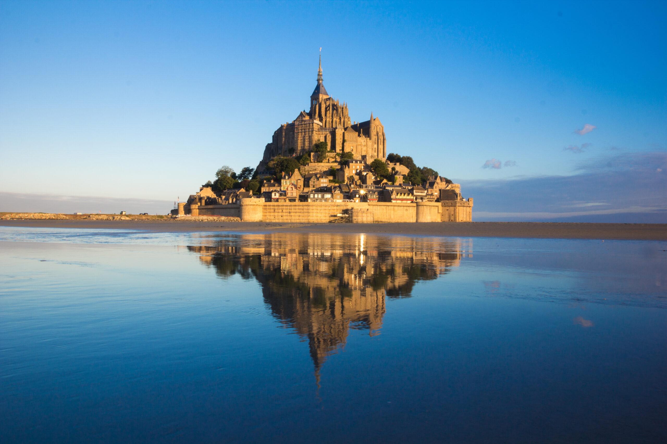 Main image of article: Le Mont saint-Michel : des hommes et des dieux.